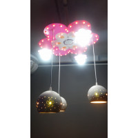Люстра детская светодиодная, с разноцветной подсветкой (очень много положений света). Материал изготовления- натуральные материалы (основа -дерево, декоры ручной работы корабки, плафоны стекло). Длинна подвесов регулируется. Есть канал блютуз на люст