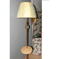 Классический торшер с деревянным столиком, элементы хрусталя на стойке, текстильный абажур. Высота торшера 160см.